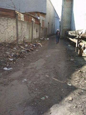У Чернігові дорога до садочка перетворилася на звалище (Фото)
