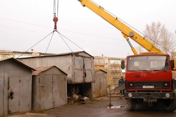 У Франківську демонтують більше сотні незаконних гаражів