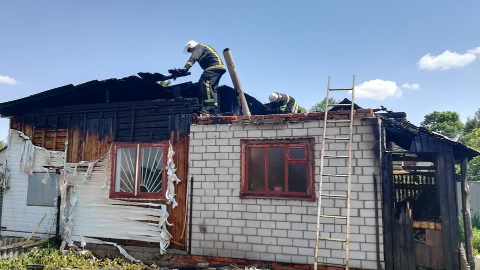 У Ніжині сім'я залишилась без даху над головою через пустощі дитини (Фото)