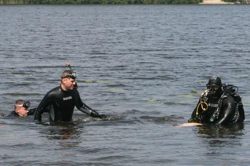 В міському озері вже другу добу шукають потопельника