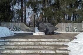 Zavalyvsya-pamyatnyk-zagyblym-u-Drugij-Svitovij-vijny