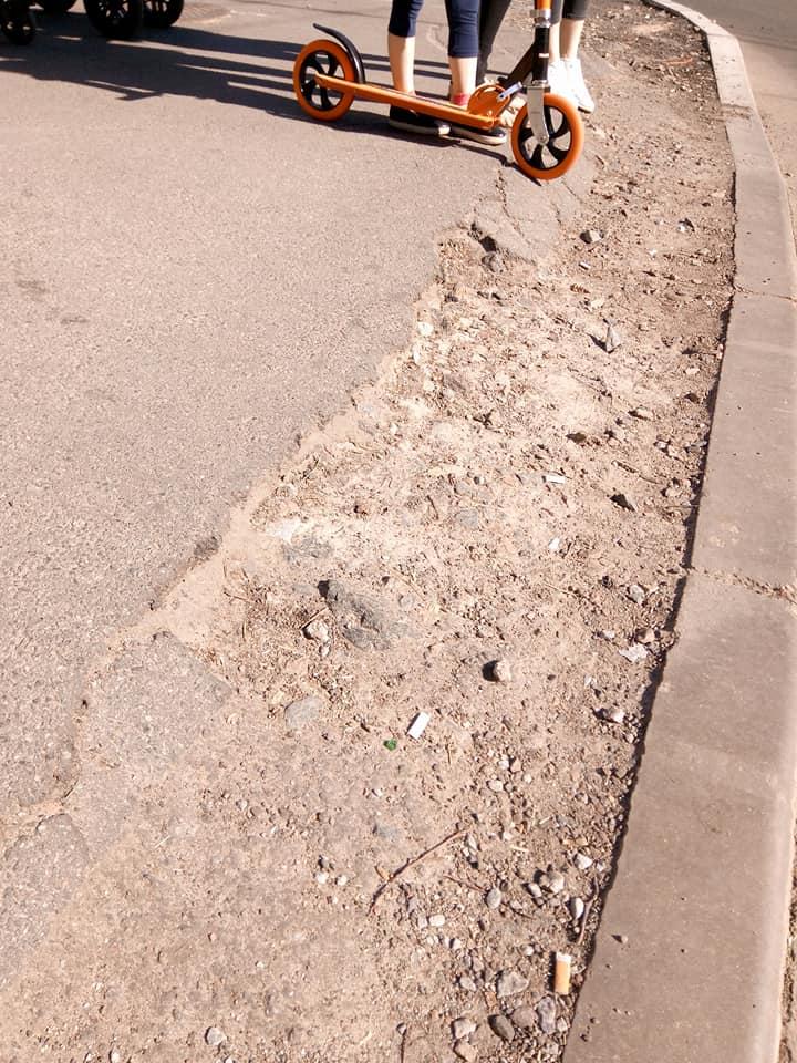 Смуга перешкод: чернігівські матусі обурені станом доріг у місті (Фото. Відео)