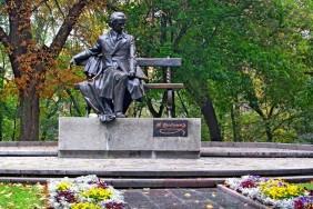 1pamyatnik_tarasu_shevchenko_chernigov[1]