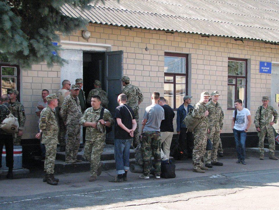 Перша група резервістів відбула на полігон (Фото)