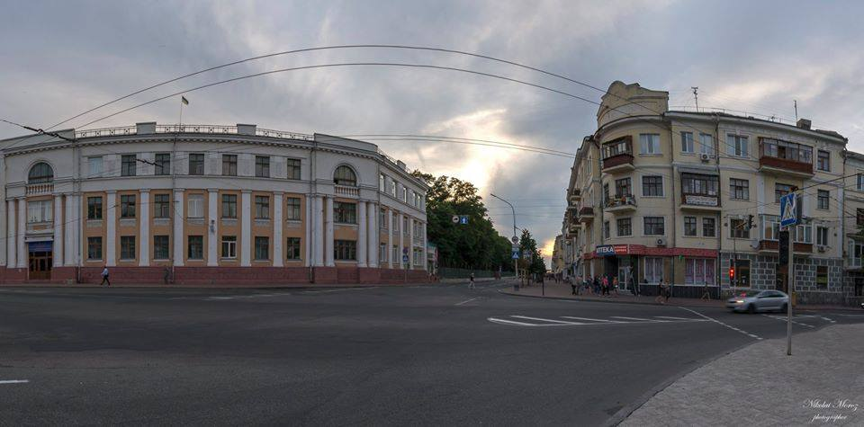 Вечірня прогулянка центром Чернігова (Фото)