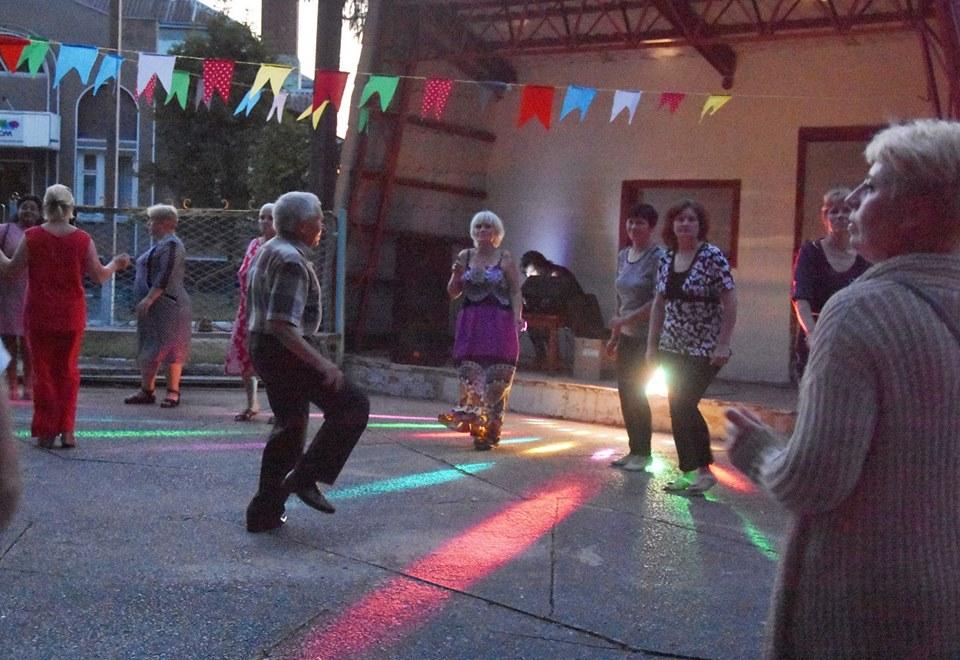 """У Коропі започаткували танці """"45+"""" (Фото)"""