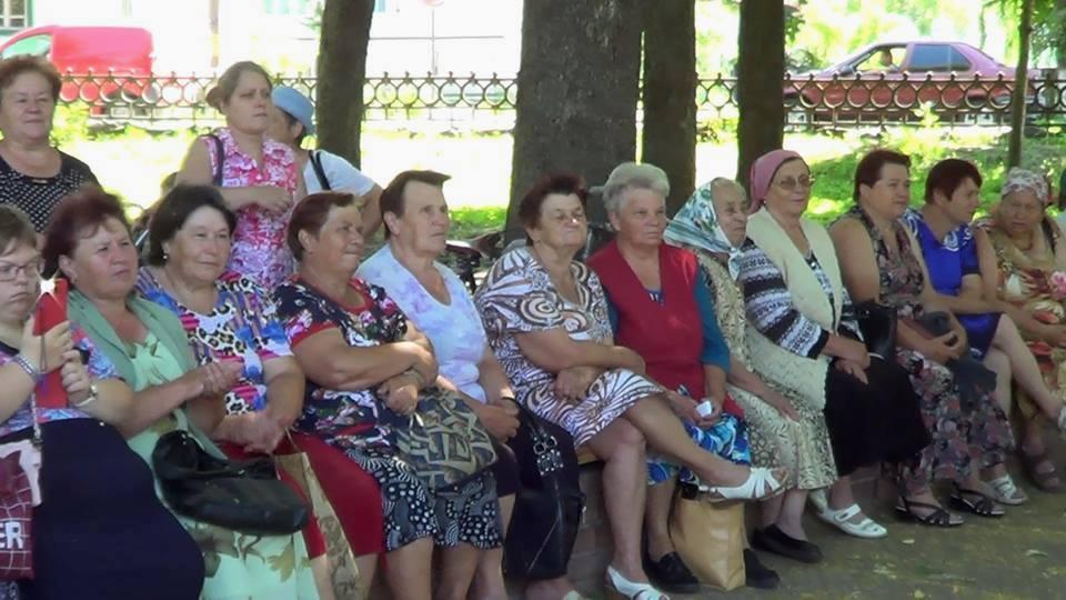 У Коропі «Співочий парк» збирає дедалі більше співаків і глядачів (Фото)