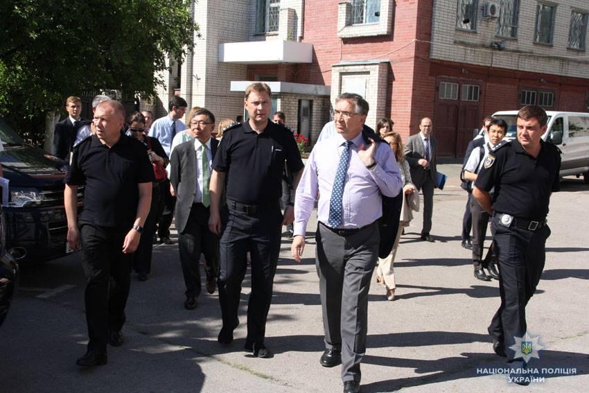 Посли країн «Великої сімки» відвідали поліцію Чернігівщини (Фото)