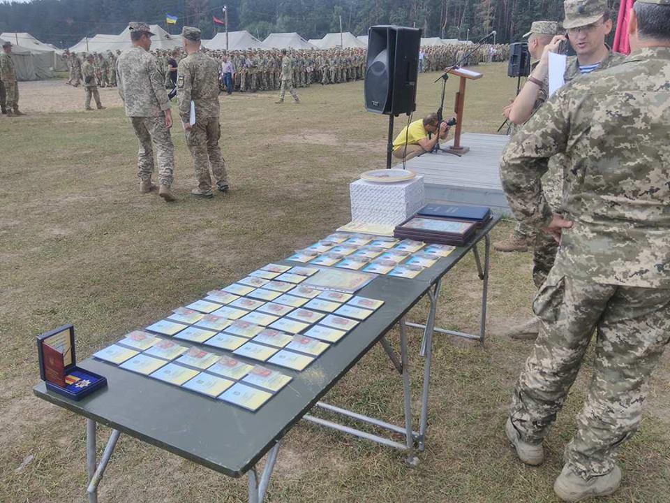 Біля Чернігова пройшли масові військові навчання (Фото)