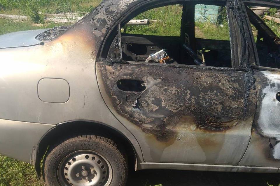 У Бахмацькому районі на польовій дорозі загорівся автомобіль (Фото)
