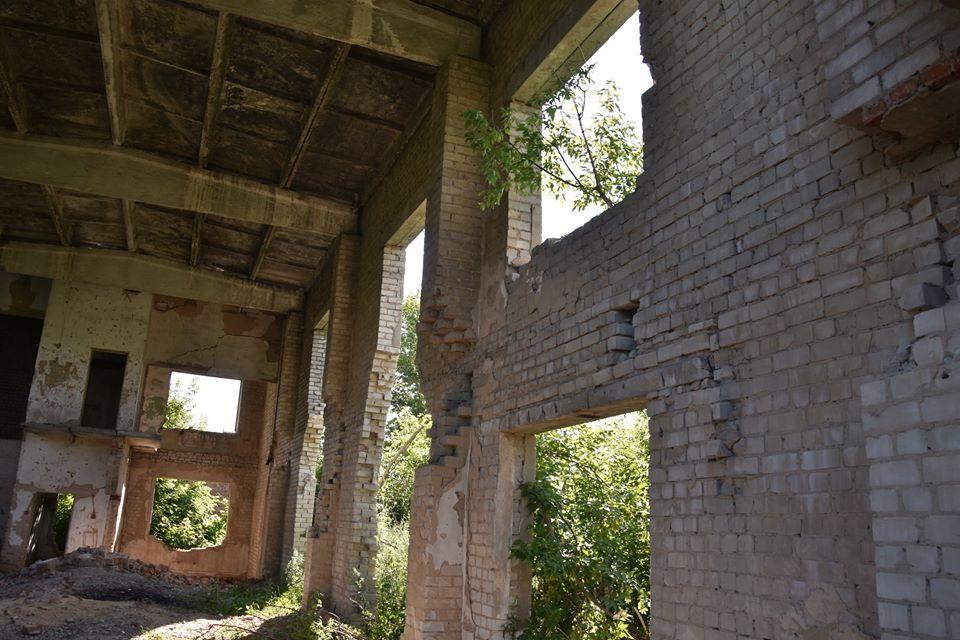 Носівка хоче уникнути трагедії на розваленій фабриці (Фото)