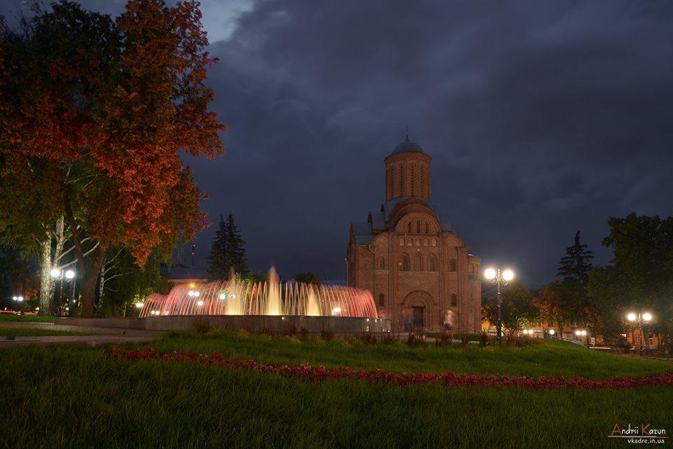 Вечірня романтика скверу Хмельницького (Фото)