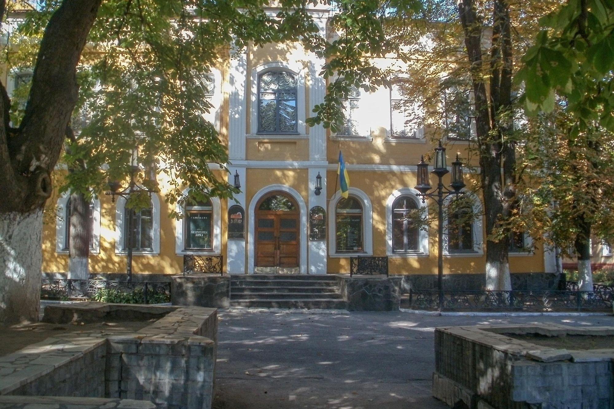 Чернігів,_молодіжний_театр