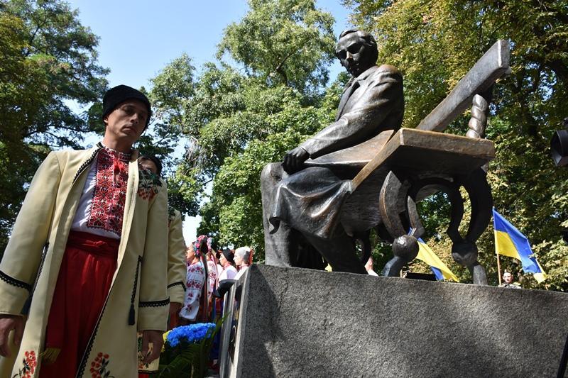 Урочистості з нагоди 27-ї річниці Незалежності України відбулися біля пам'ятника Шевченку (Фото)
