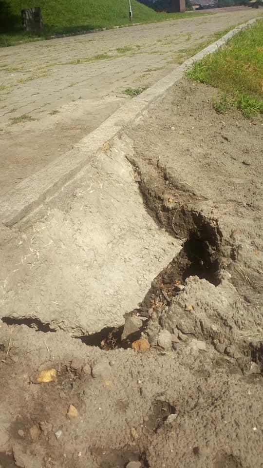 На Болдиній горі утворилося провалля (Фотофакт)