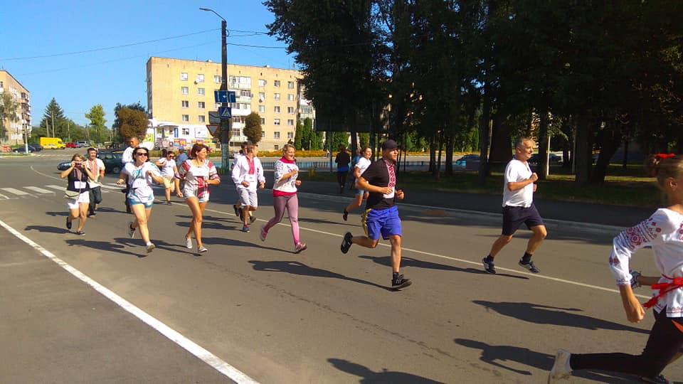 Меняни-патріоти пробігли вулицями міста (Фото)