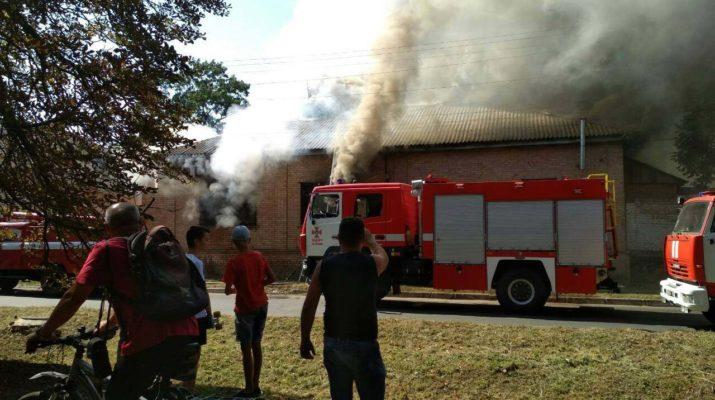 У центрі Ніжина палав будинок (Фото)