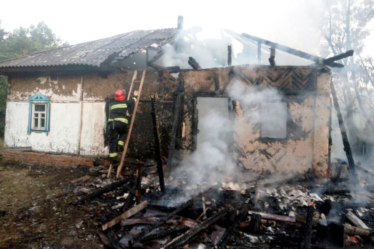 На Чернігівщині вщент згорів дах житлового будинку (Фото)