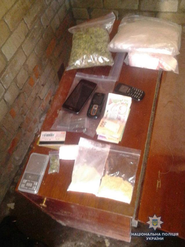 У Чернігові викрили наркоторговця та вилучила наркотиків на мільйон