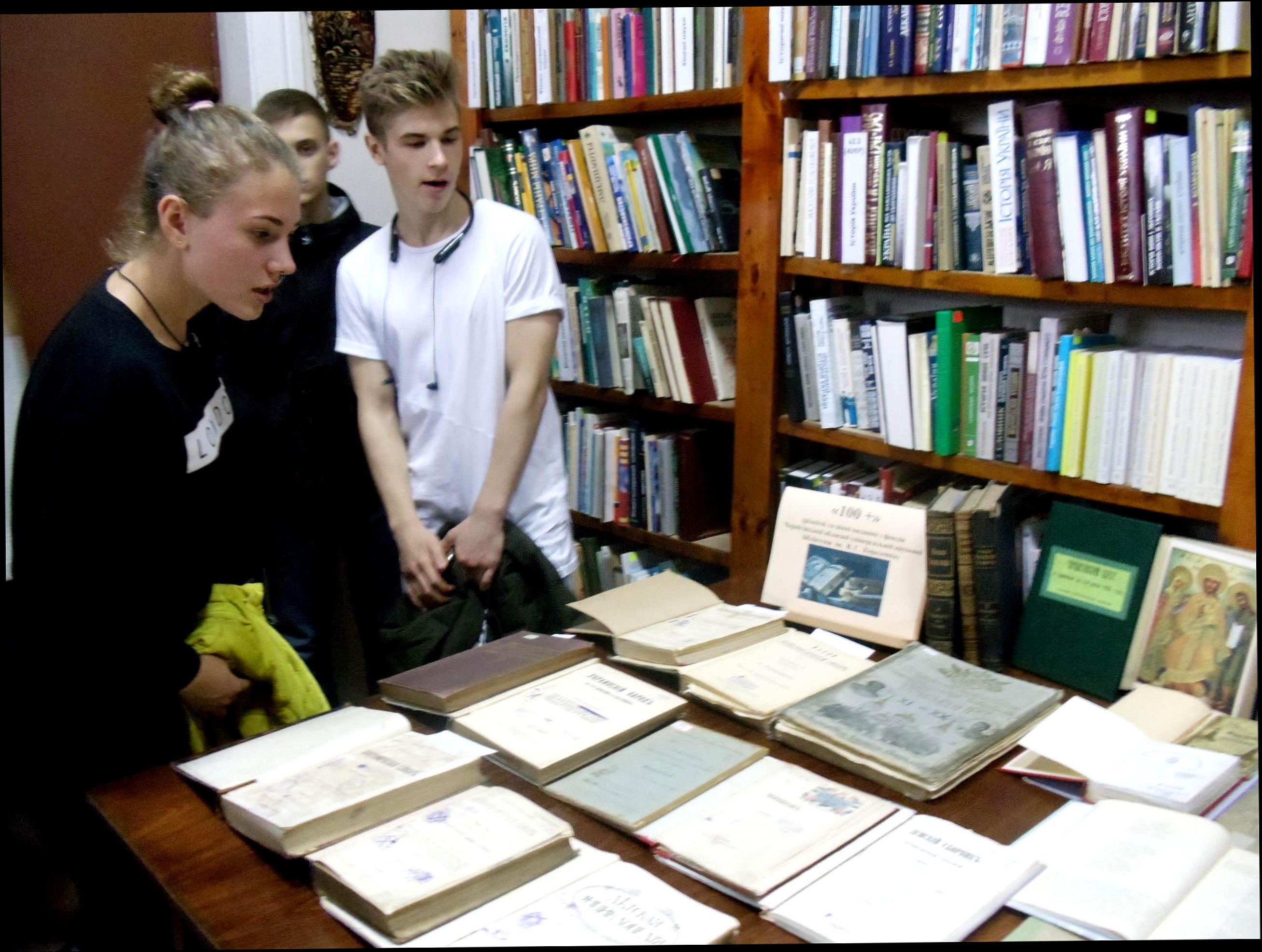 У бібліотеці Короленка розгорнуто унікальну виставку «100+»