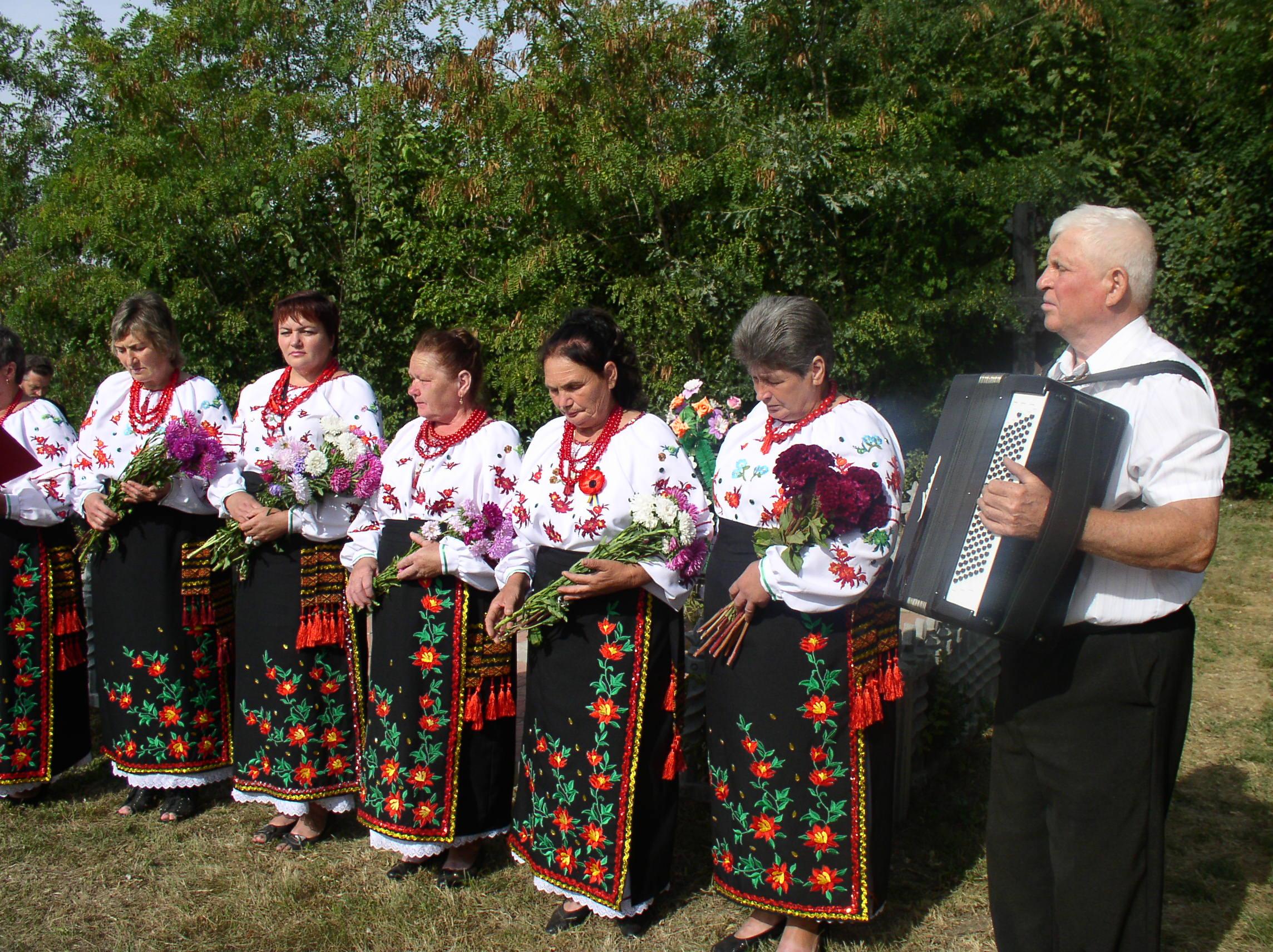 На Чернігівщині вшановано пам'ять розстріляних мирних жителів та загиблих на фронтах Другої світової війни (Фото)