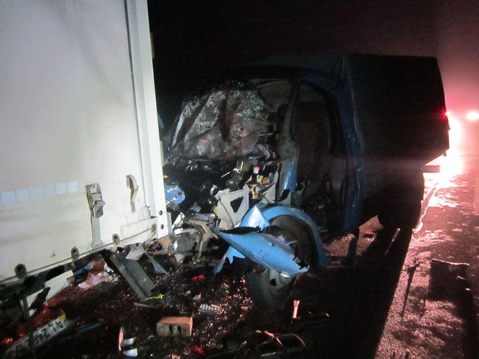 Жахлива аварія на Чернігівщині: Газель влетіла у вантажівку (Фото)
