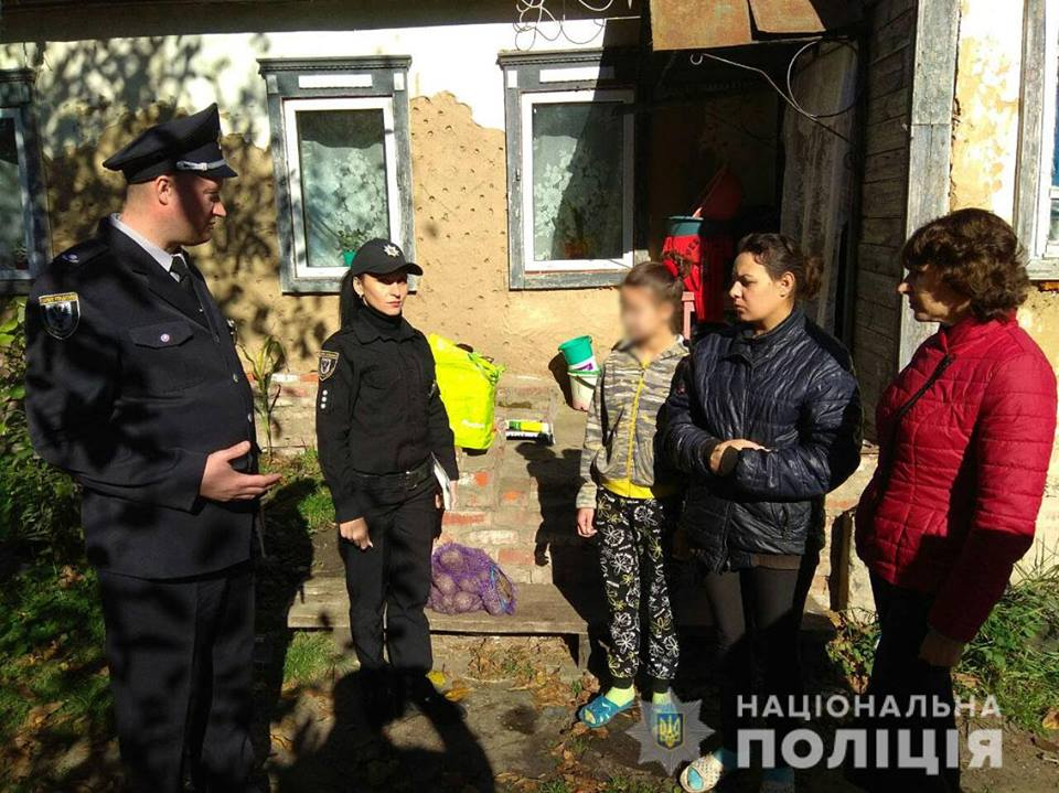 Поліція здійснює подвірні обходи селищ, прилеглих до військових складів