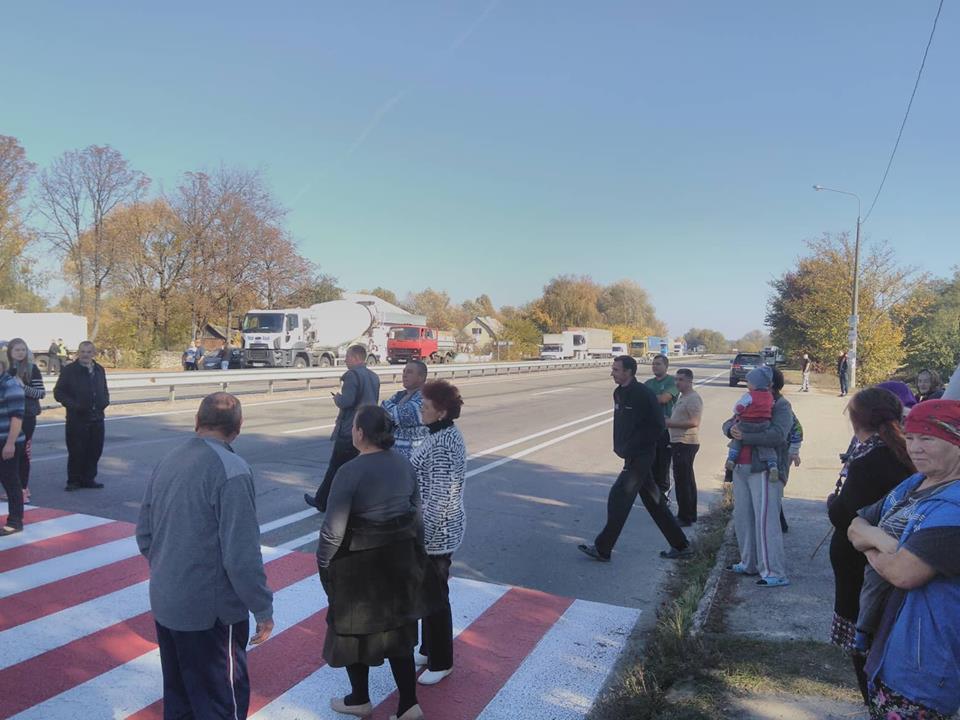 У Киселівці люди перекрили дорогу (Фото)