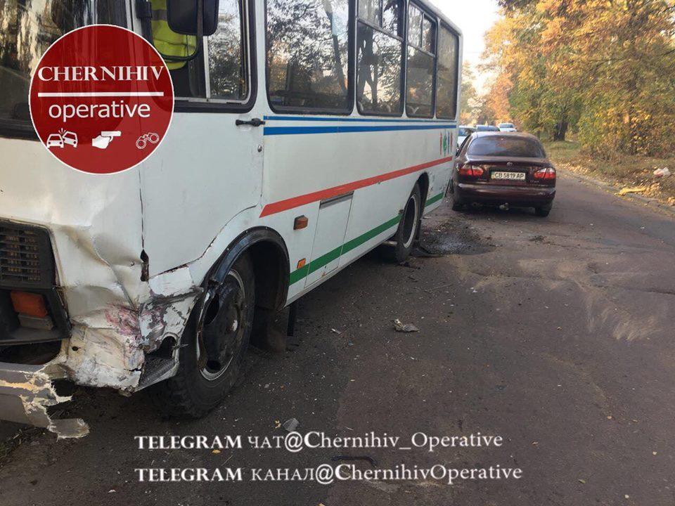 У Чернігові 24-й автобус потрапив у ДТП (Фото)