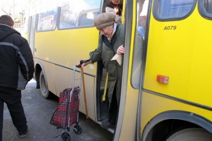 marshrutka_lviv_pensioner_1051691