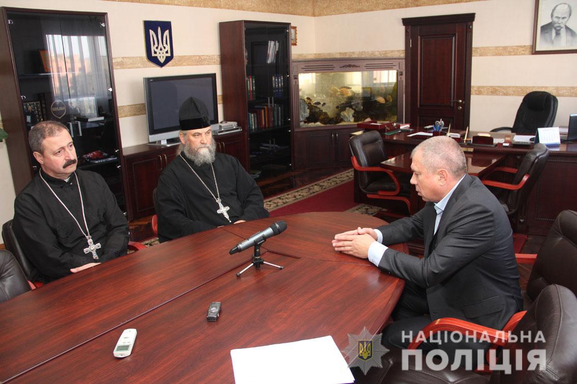 Начальник поліції Чернігівщини зустрівся з представниками української православної церкви Московського та Київського патріархатів