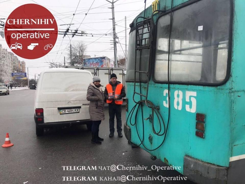 10 тролейбус потрапив у ДТП (Фото)