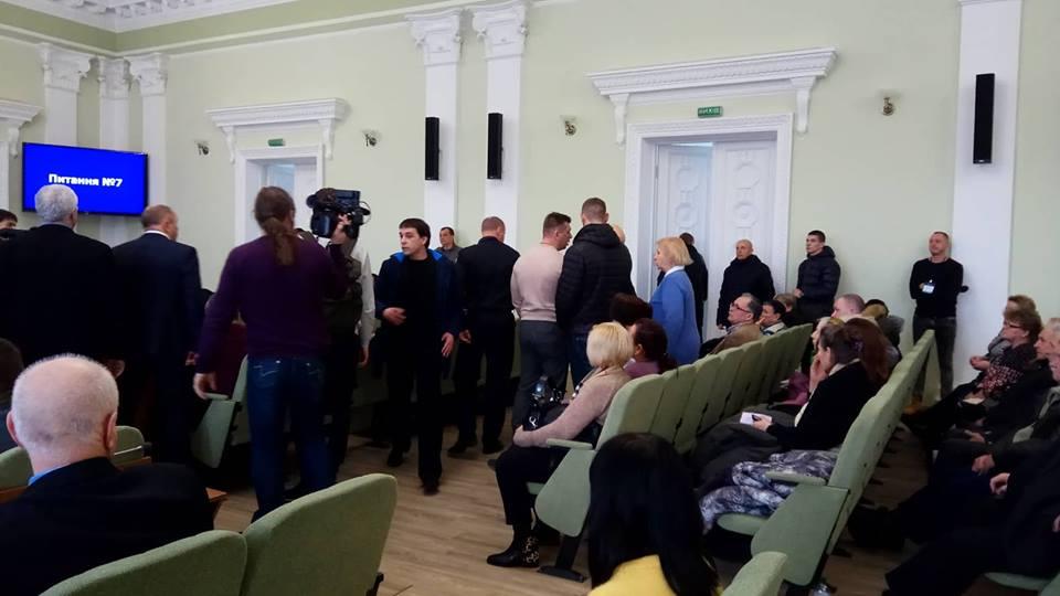 У сесійній залі гаряче: долю РЛП «Ялівщина» вирішували мало не бійкою
