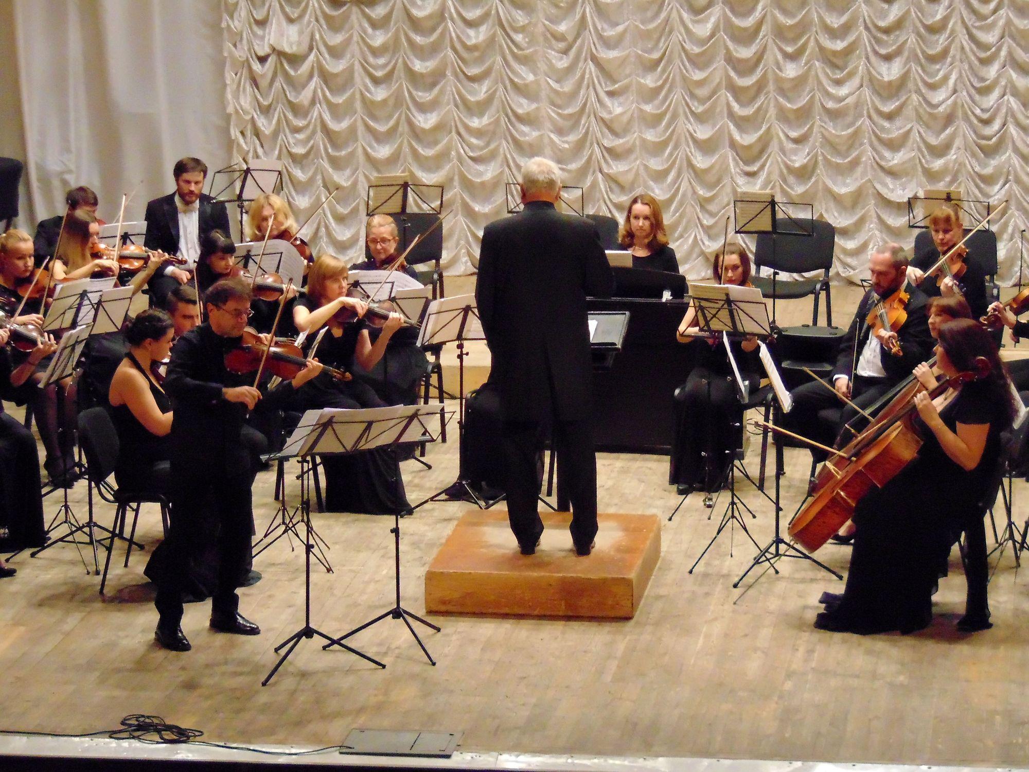 «В гостях у великого Вівальді»: чернігівців розважали скрипалі