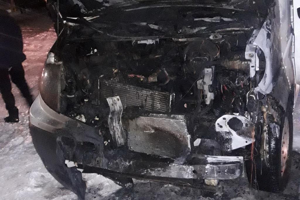 У Прилуках горів гараж з автомобілем (Фото)