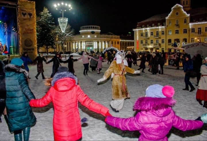 Чернігівці на Красній площі водили козу (Фото)