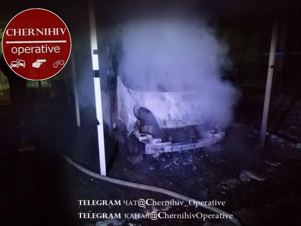 У Чернігові згорів автомобіль (Фото)