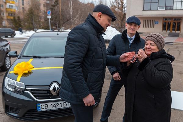 Державні виконавці отримали ключі від нових автомобілів (Фото)