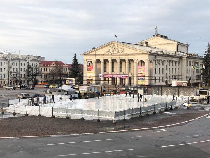 На Красній площі демонтують ковзанку (Фотофакт)