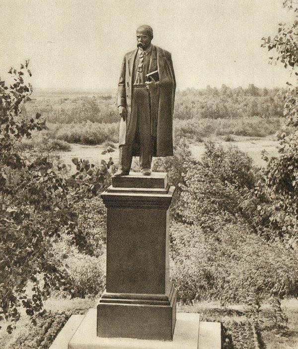 Історія першого пам'ятника Тарасу Шевченку у Чернігові (Фото)
