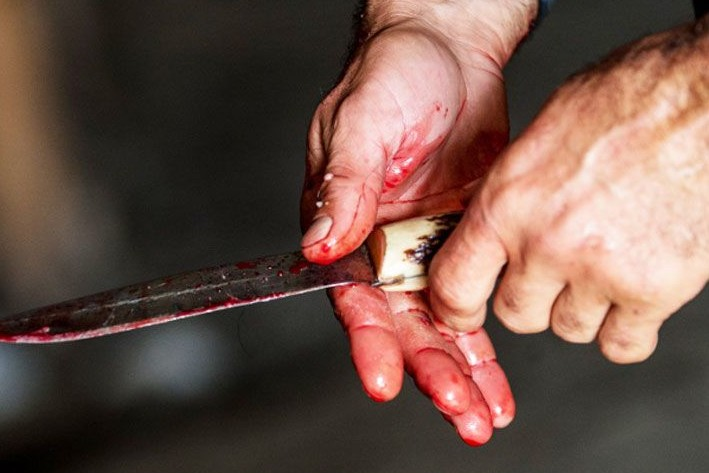 knife-830x495