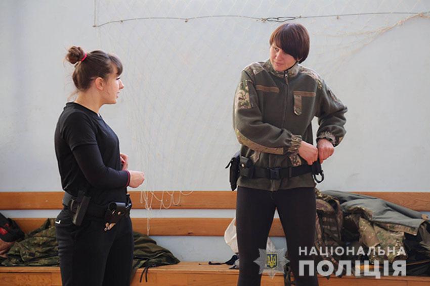 Титулована спортсменка навчає поліцейських особистій безпеці