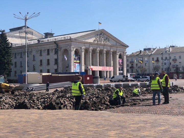 Клінкерний ремонт: Красну площу розбирають (Фотофакт)