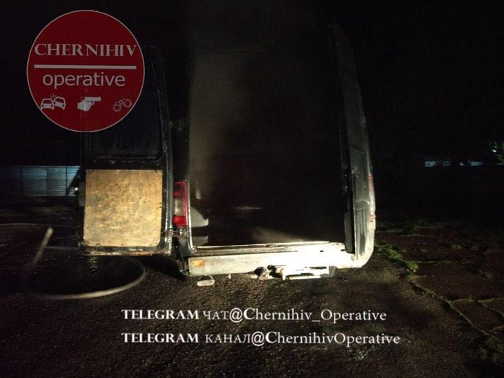 У Чернігові вночі знову горіло авто (Фото)