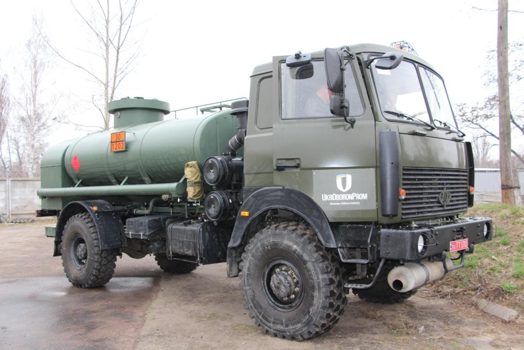 У Чернігові випробовують новий український військовий паливозаправник (Фото)