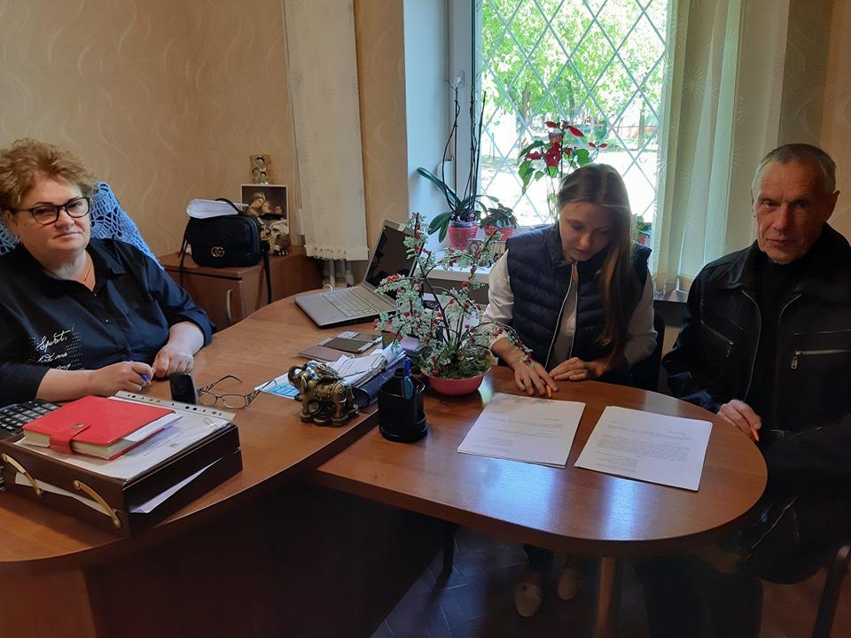 В Іванівській ОТГ вручили ключі від будинку дитині-сироті (Фото)
