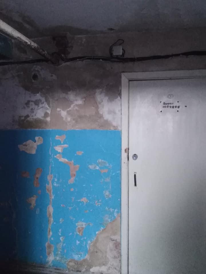 У Чернігові для сироти виділили житло з боргами та жахливими умовами (Фото)