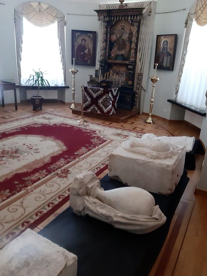 Шедевр меморіальної пластики ХІХ ст. представлено у палаці Розумовського (Фото)