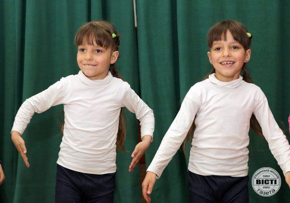 У Ніжині вперше провели фестиваль близнюків (Фото)