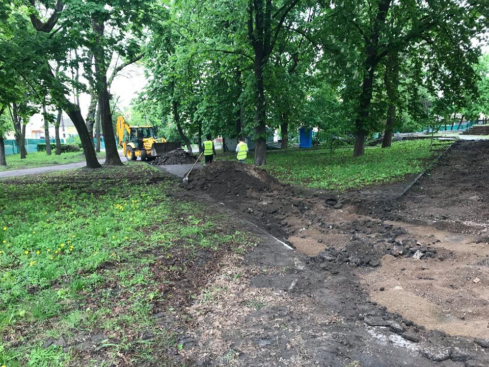 Розпочалася реконструкція нижньої частини Валу (Фото)